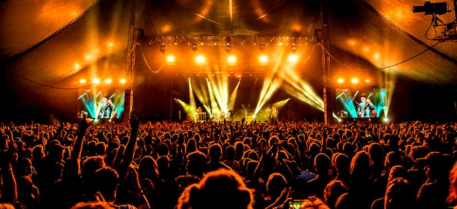 Byron Bay 'BluesFest' CANCELLED after local tests positive