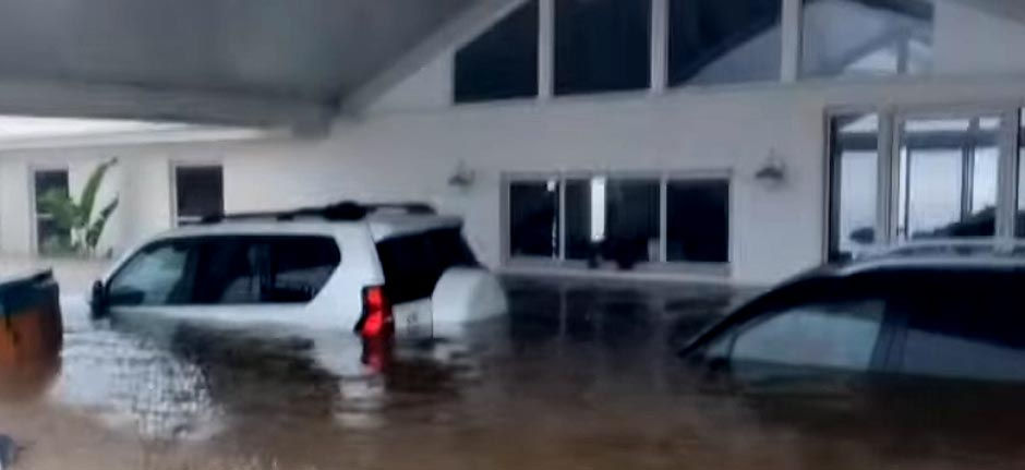 family captures moment flood waters rushed into their home