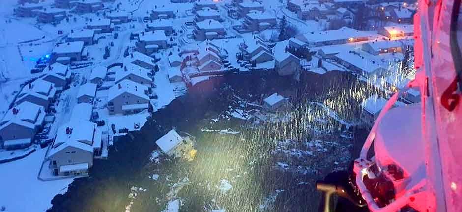 Norway : Neighbourhood evacuated as landslide buries houses