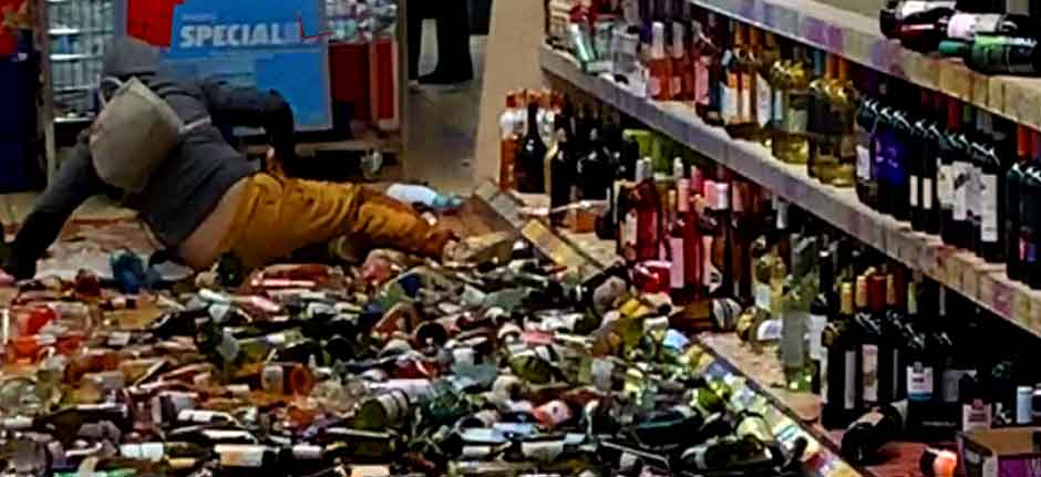 'Clean-up In Aisle #5' - Shopper Goes Berserk in UK ALDI