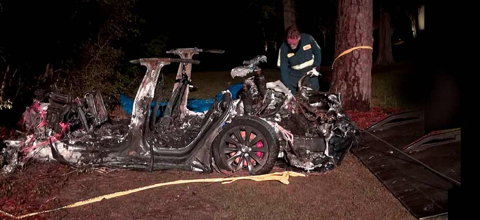 Tesla driverless car crashes, bursts into flames killing 2